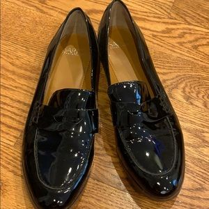 Women Black patent loafer